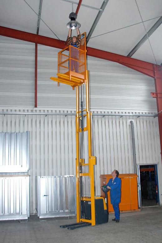 Arbeitsbühne Gabelstapler © BAUER GmbH