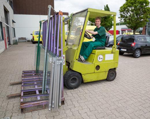 Gabelstapler transportiert Fensterscheiben © ikonoklast_hh, fotolia.com