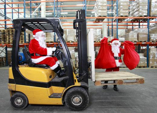 Gabelstapler mit Weihnachtsmann © endostock, fotolia.com