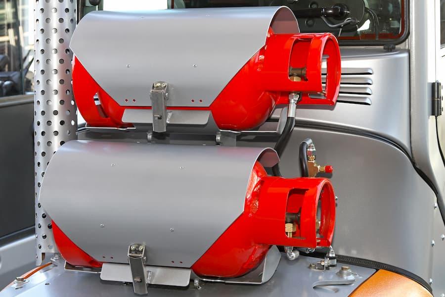 Treibgasstapler mit zwei Gasflaschen © Markobe, stock.adobe.com