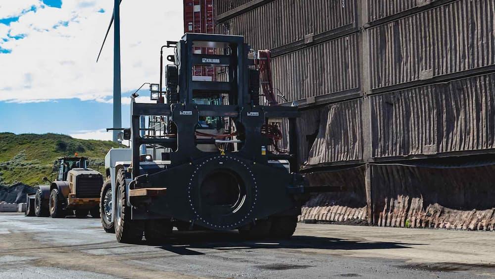 KAUP konstruiert, produziert und liefert die größten Drehgeräte für Gabelstapler © Kaup