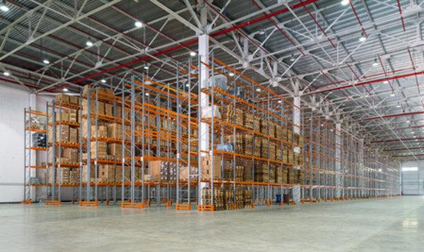 Lagerhalle mit Regalsystemen © scaliger, fotolia.com