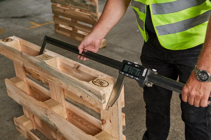 Qualitätskontrolle der Europaletten  © European Pallet Association e.V.