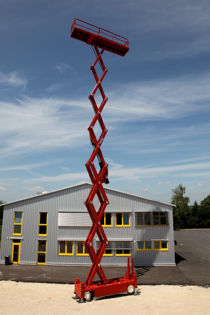 Scherenarbeitsbühne im Einsatz © PB-Lifttechnik