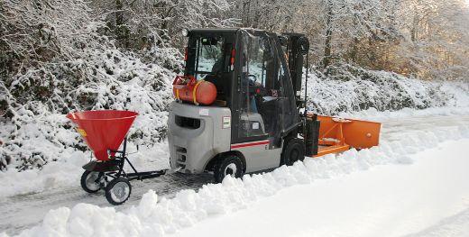 Schneeschieber und Streuer Anbaugerät Gabelstapler