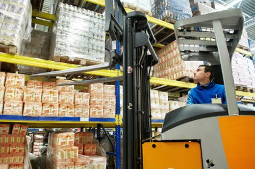 Gabelstapler im Lebensmittel Großhandel © Kadmy, fotolia.com