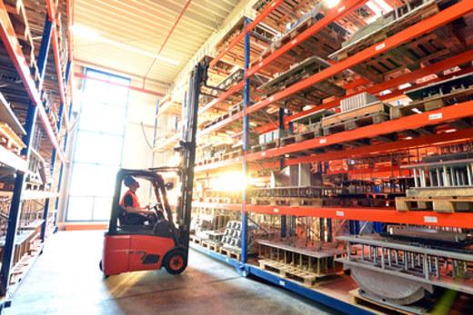 Stapler im Lagerhaus © Industrieblick, fotolia.com