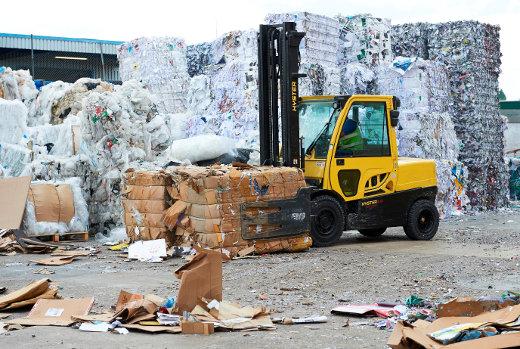 Stapler in der Recyclingindustrie © Hyster