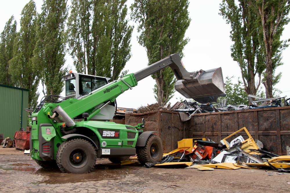 Teleskoplader im Einsatz beim Metallrecycling © SENNEBOGEN